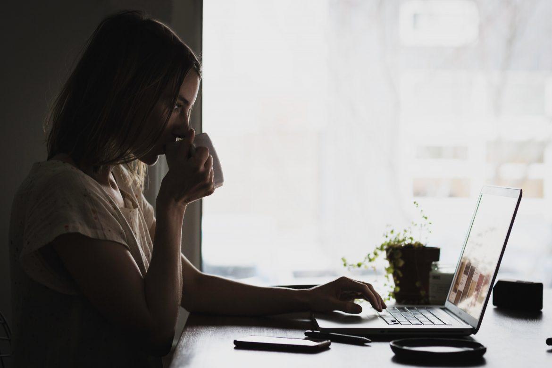 Hoe kun je als moeder online wat bijverdienen?
